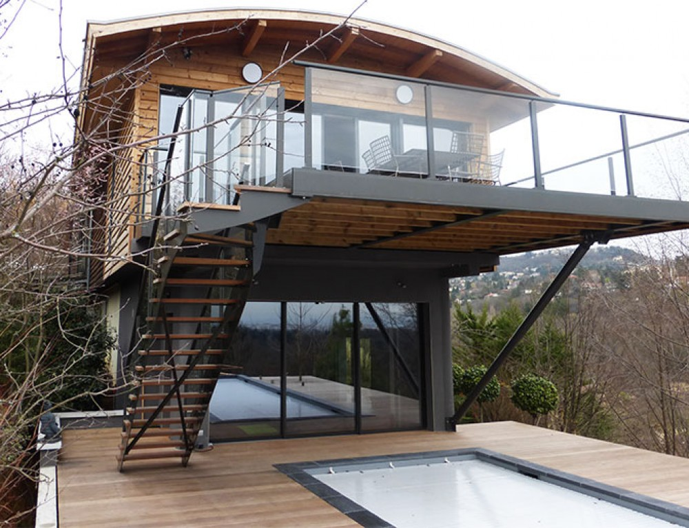 Boat-shaped house extension